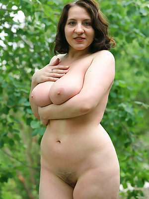 Naked mature woman pics