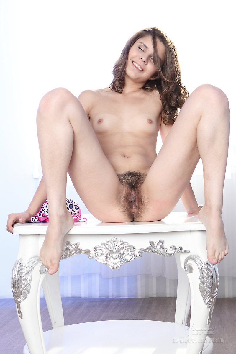 russian lola Hairy pussy model