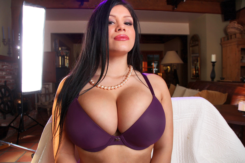 Natural big tit brunette pics