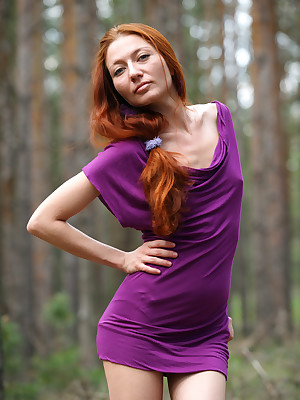 Skinny redhead Kesy shows wanting amass accentuate