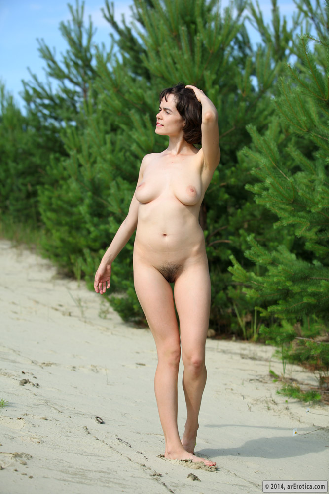 hot-nude-hairy-pussy-sunbathers-gives-with