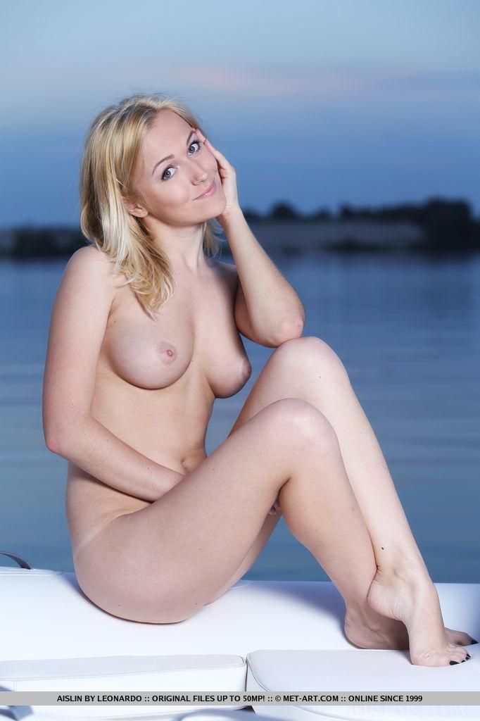 Naked hot milf girls